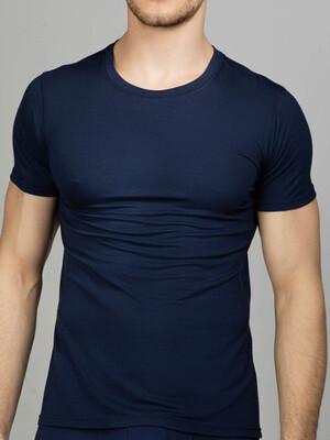 Синяя мужская футболка с круглым вырезом