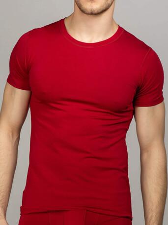 Бордовая футболка с круглым вырезом